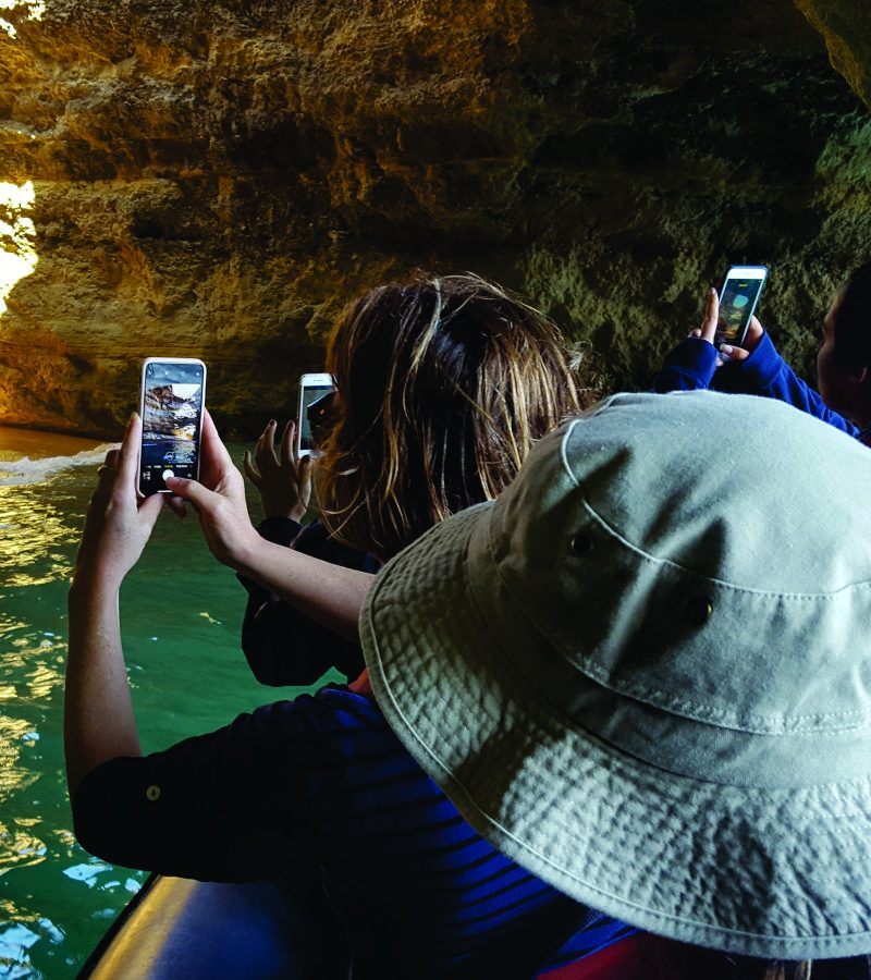 take photos with the cell phone kayak